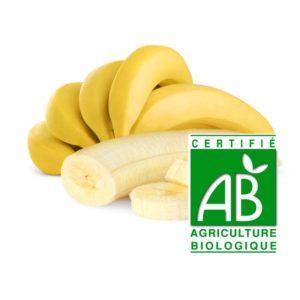 une grappe de cinq banane et une bane pelée avec logo agriculture biologique sur fond blanc